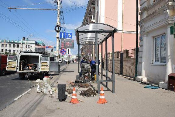 В Тамбове устанавливают новые высокопрочные остановочные павильоны