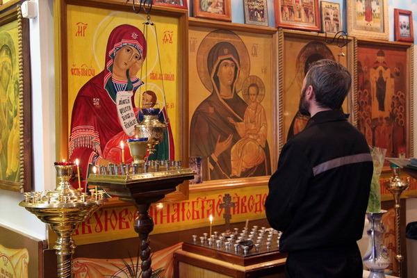 В тамбовских колониях обустраивают молельные комнаты
