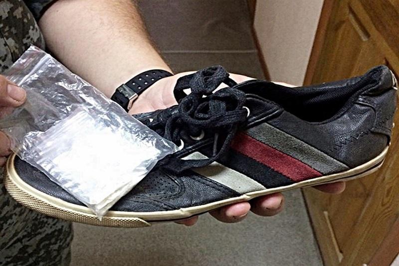 В Тамбовской области осудили молодого человека, прятавшего наркотики в кроссовки