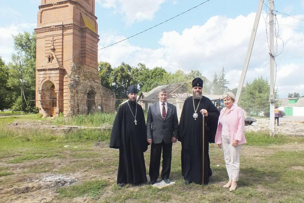 В Знаменском районе освятили крест в основание будущего храма