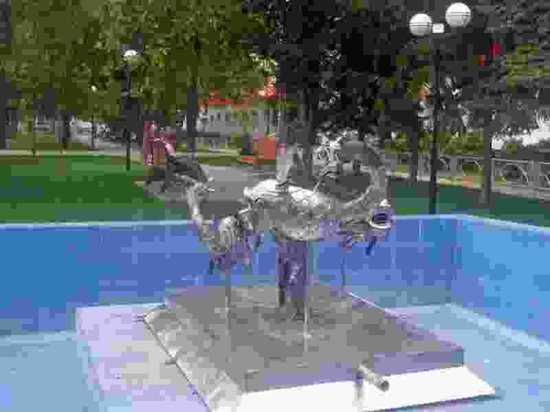 Чаши фонтана на улице Гастелло заменили композицией «Рыбки»