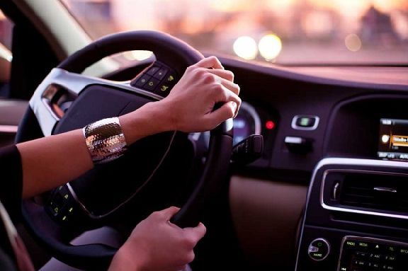 Сдавшим экзамен в ГИБДД подросткам могут разрешить водить автомобиль