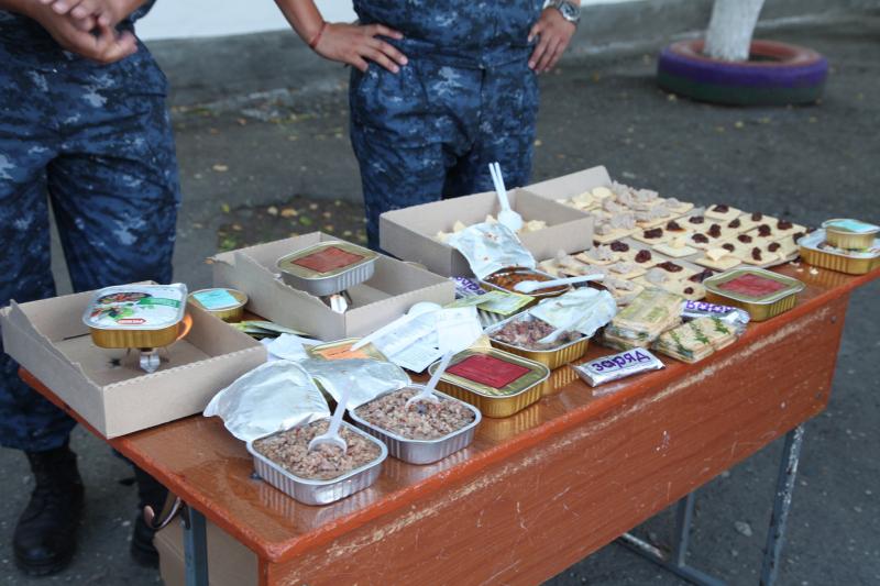 Тамбовские полицейские организовали выставку оружия для учеников школы-интерната