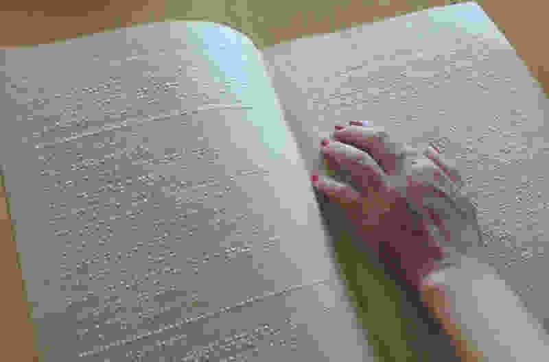 В тамбовской библиотеке имени Крупской появилась подборка книг для слабовидящих