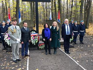 Французская делегация посетила воинские захоронения на станции Рада