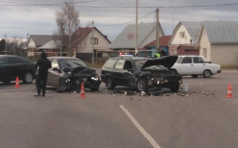 В пригороде Тамбова на перекрестке в Татаново столкнулись две легковушки: есть пострадавшие