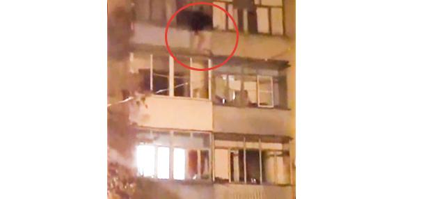 В Тамбове ночью подросток чуть не свалился с балкона