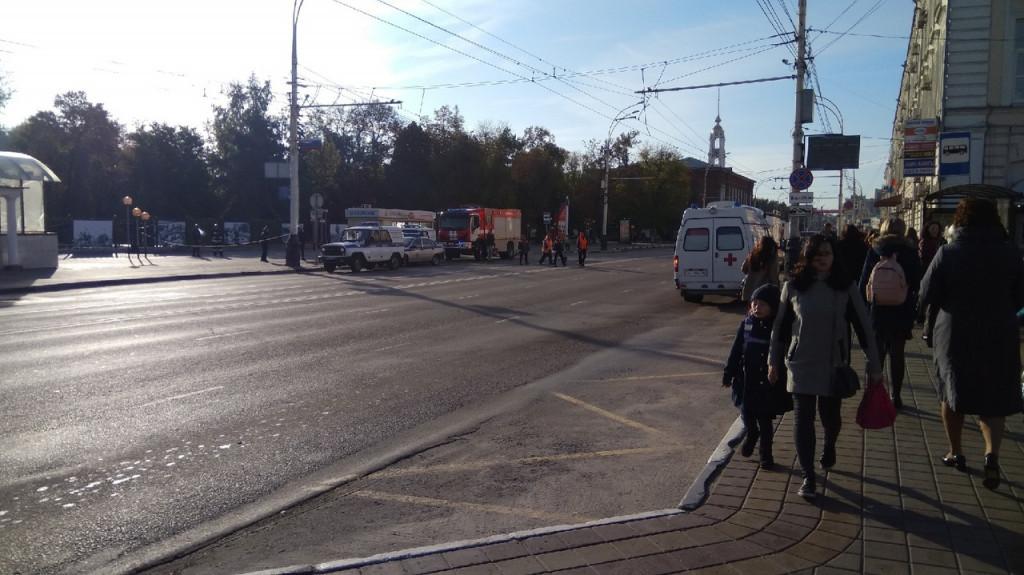 В Тамбове перекрыли центр города из-за коробки с вещами, забытой бомжами в пешеходном переходе