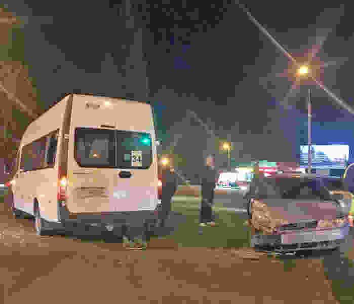 В Тамбове столкнулись легковушка и 34-я маршрутка: пострадал пассажир общественного транспорта