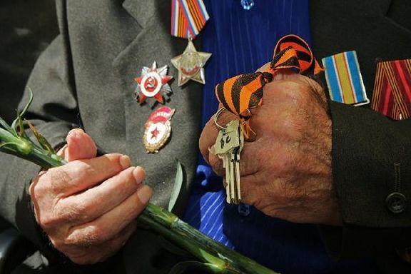 Вдове ветерана ВОВ вручили сертификат на получение жилья