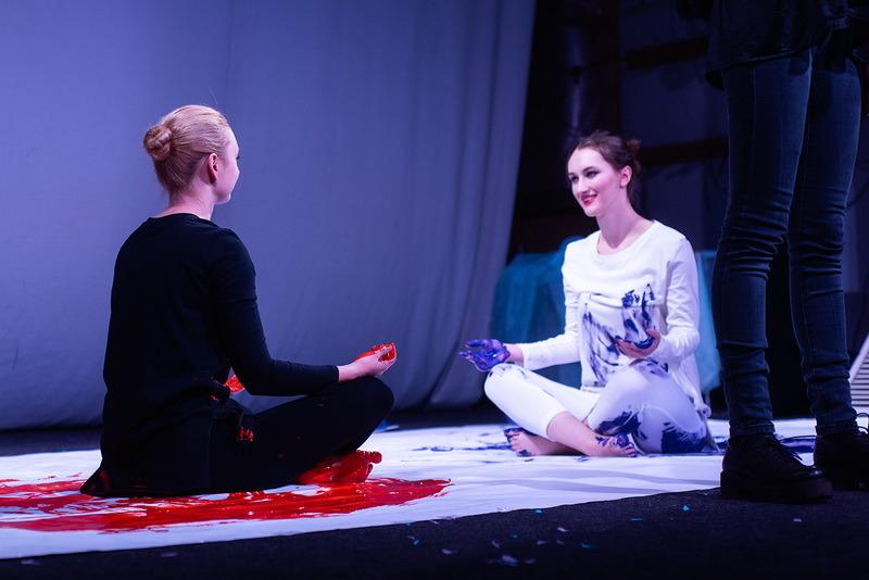 Актёры из Воронежа исполнили для тамбовчан песни на жестовом языке