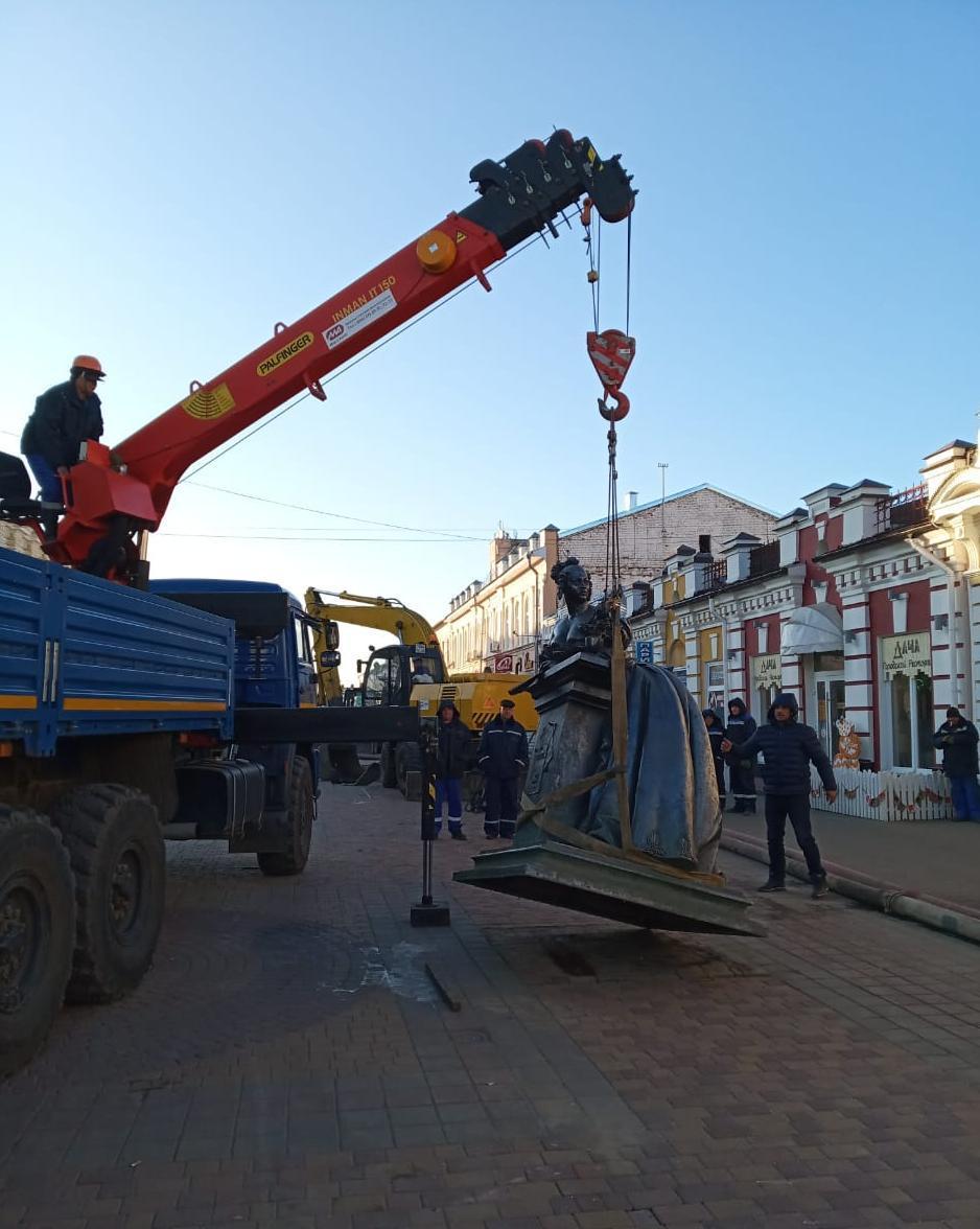 """Памятник """"Тамбовской казначейше"""" перенесли на другую сторону улицы Коммунальной"""