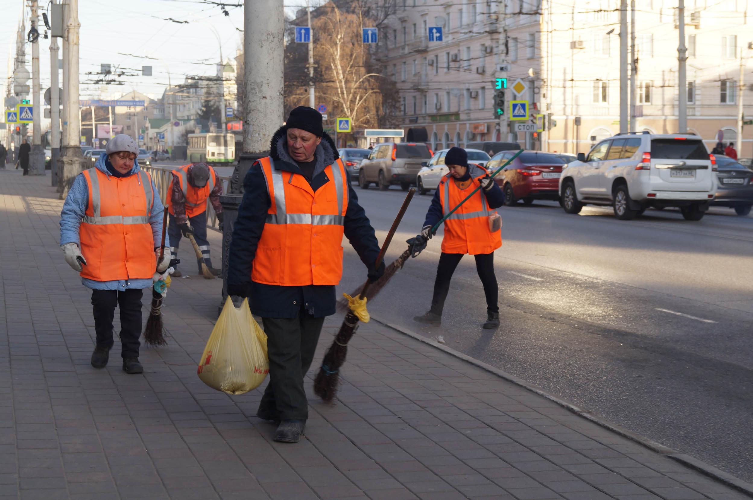 Последние приготовления перед открытием площади Льва Толстого после реконструкции почти за 50 млн рублей: фото