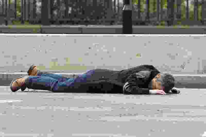 Пьяный тамбовчанин избил на улице двух женщин, которые хотели помочь ему встать
