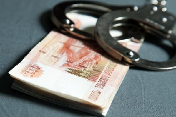 Тамбовчанка украла у знакомого деньги во время застолья