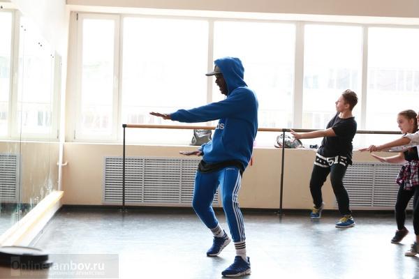 Участник проекта на ТНТ Янник проэкзаменует юных тамбовских танцоров