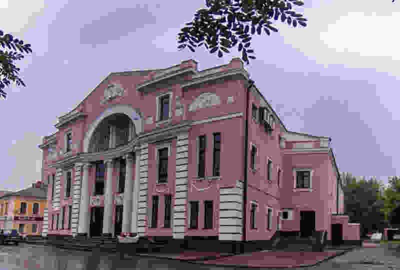 В Мичуринске дворовую территорию у драмтеатра благоустроят более чем за 4 млн рублей: частично из областного бюджета