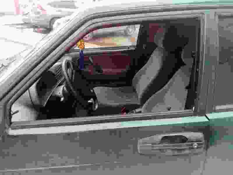 В Рассказово пешеход ухватился за стекло в двери авто и был сбит