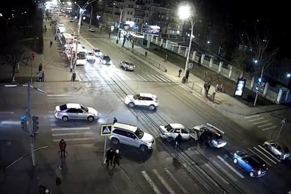 В сети Интернет появилось видео страшной аварии на улице Советской