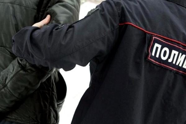 Житель Кирсанова в драке сломал руку полицейскому