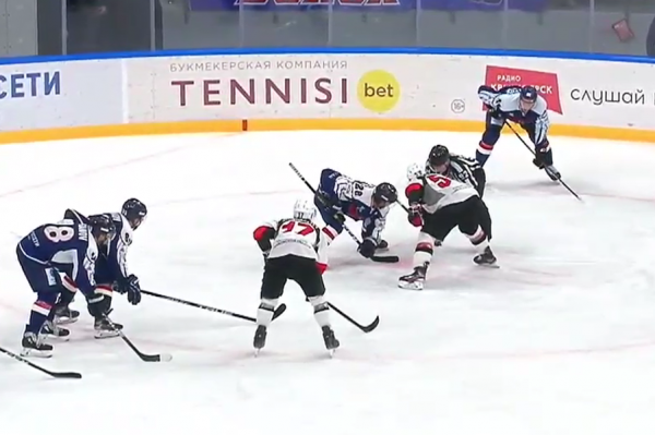 """Хоккеисты """"Тамбова"""" прервали победную серию и крупно проиграли """"Соколу"""""""