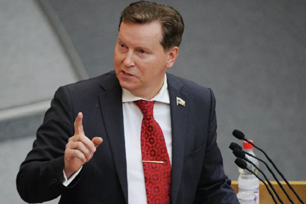 В Госдуме предложили сравнять зарплату депутатов со средней по стране