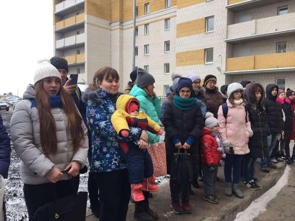 В канун Нового года дети-сироты получили ключи от новых квартир
