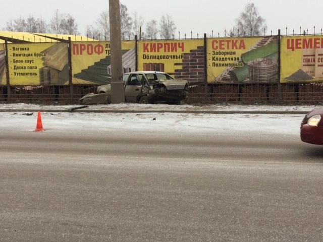В Тамбове иномарка въехала в забор: водитель в больнице