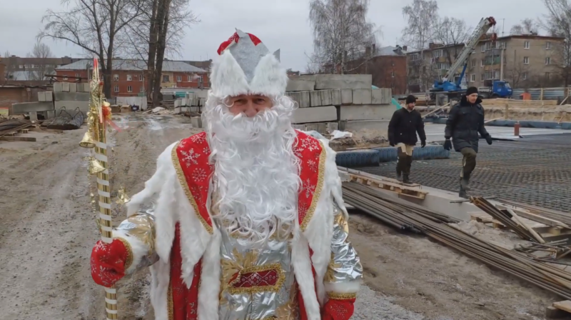 В Тамбовской области глава Котовска объехал город в костюме Деда Мороза: видео