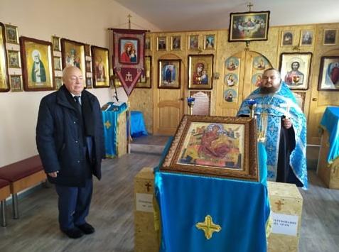 Вице-спикер облдумы продолжает развозить по районам Тамбовской области копии иконы Божией Матери