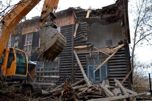 Аварийный дом на улице Максима Горького снесли спустя пять лет после расселения жильцов