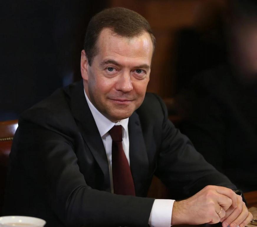 Дмитрий Медведев в день своего ухода и отставки Правительства успел наградить сенатора от Тамбовской области Алексея Кондратьева за большой вклад в развитие парламентаризма