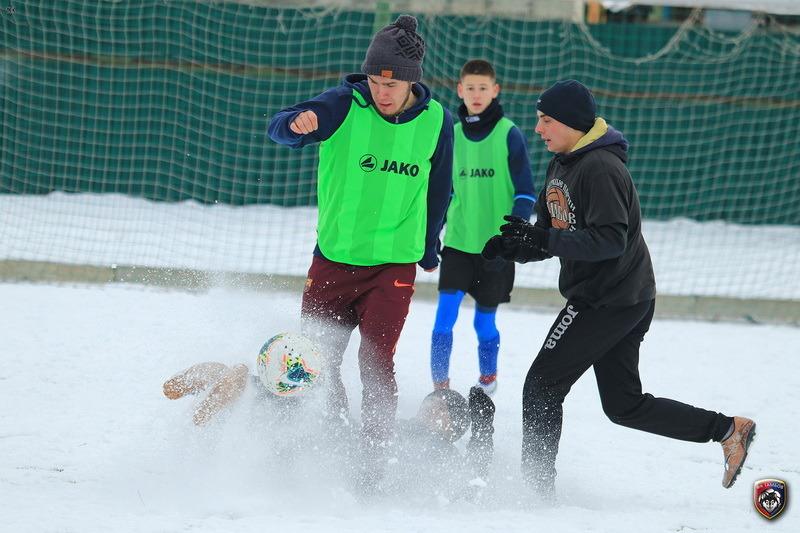 """Фанаты """"Тамбова"""" сыграли в футбол на снегу"""