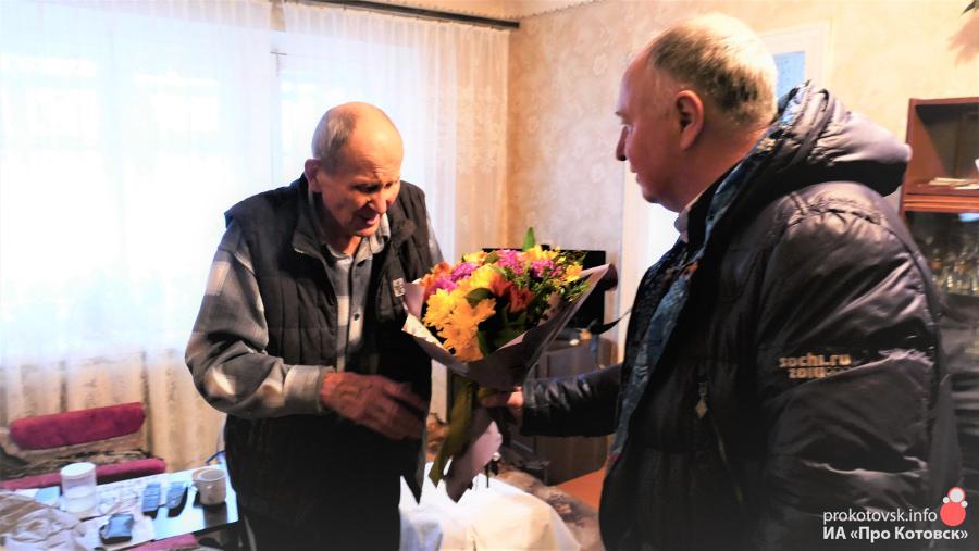 Котовчанина, пережившего блокаду Ленинграда, поздравил глава города Алексей Плахотников