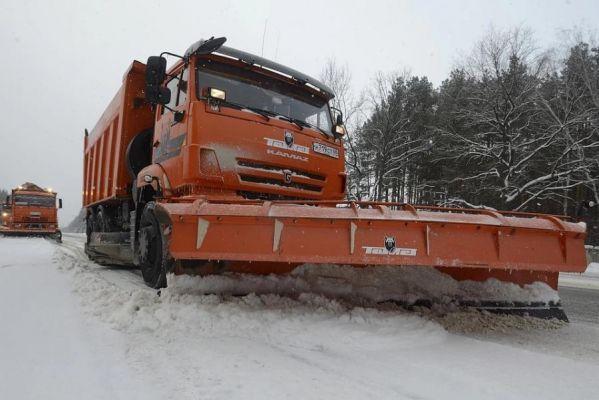 На борьбу со снегом и гололедом на трассах области пустят до 164 единиц техники