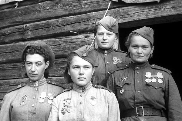 В Драмтеатре покажут личные истории принимавших участие в войне женщин