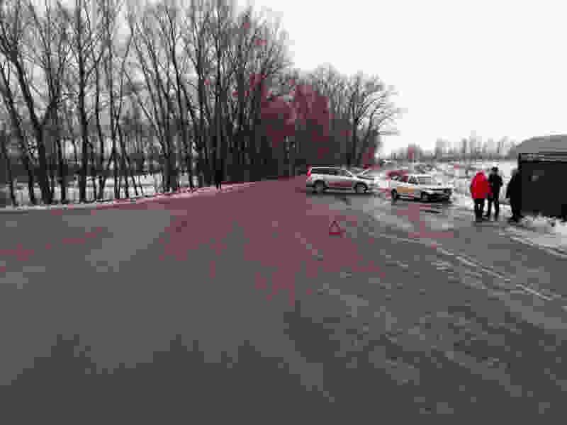 В Мичуринском районе при столкновении двух легковушек пострадал водитель