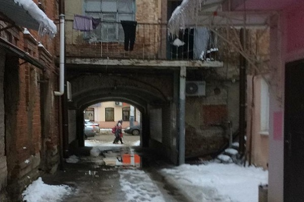 В Тамбове на улице Носовской подвалы домов заливает водой