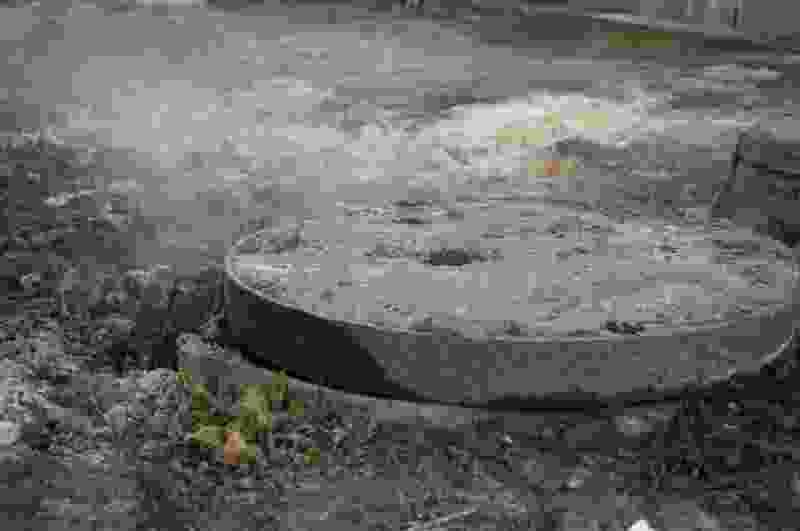 В Тамбове поймали москвича, который крал крышки с канализационных люков – всего на 160 тысяч рублей
