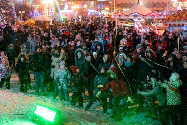 "В Тамбове прошёл флешмоб ""Новогоднее конфетти"""