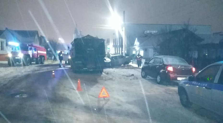 В Тамбовской области легковушка врезалась в «КамАЗ»: один человек погиб, двое в больнице