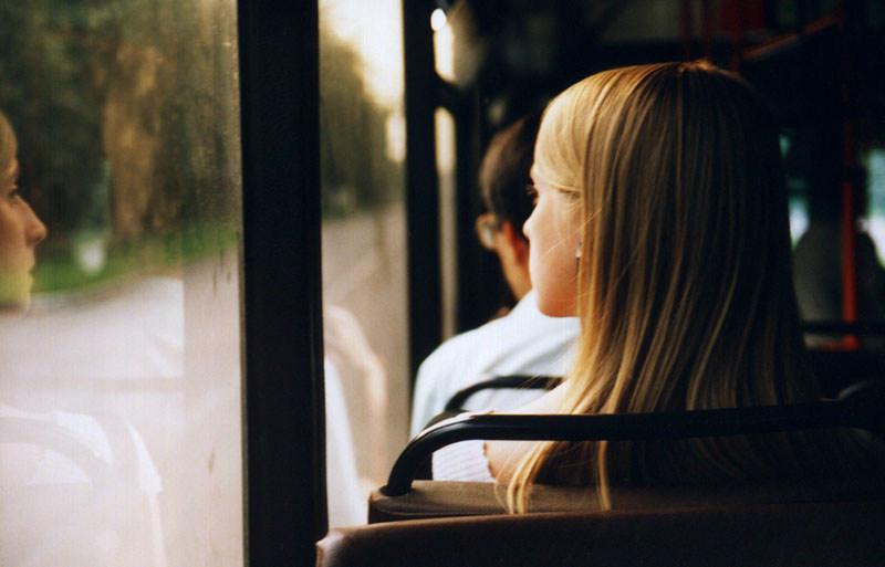 Взрослый тамбовчанин совершал в автобусе развратные действия в отношении 14-летней школьницы