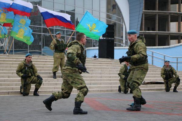 Десантники из Камышина, совершающие марш-бросок, сделали остановку в Тамбове