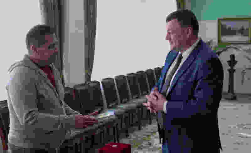 Глава администрации подарил солисту «Любэ» портрет Рахманинова, книгу о Тамбовской области и статуэтку «Тамбовский мужик»