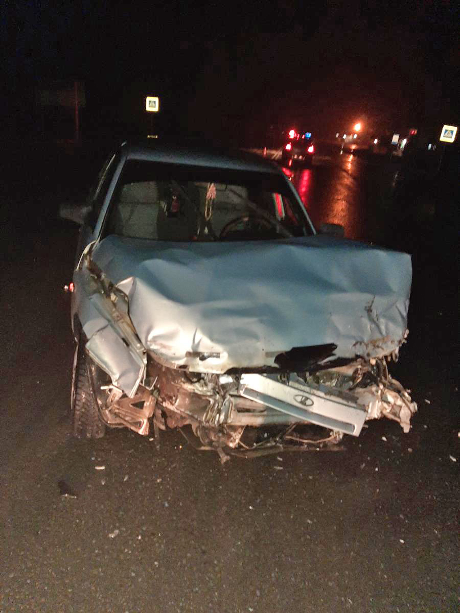 Под Тамбовом дорогу не поделили две легковушки: водители в больнице