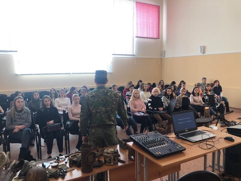 """Руководители поискового отряда """"Искатель-Тамбов"""" показали студентам ТГУ свои находки"""