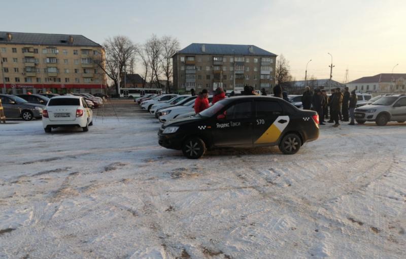 Тамбовские таксисты вышли на утреннюю забастовку, чтобы добиться повышения зарплат