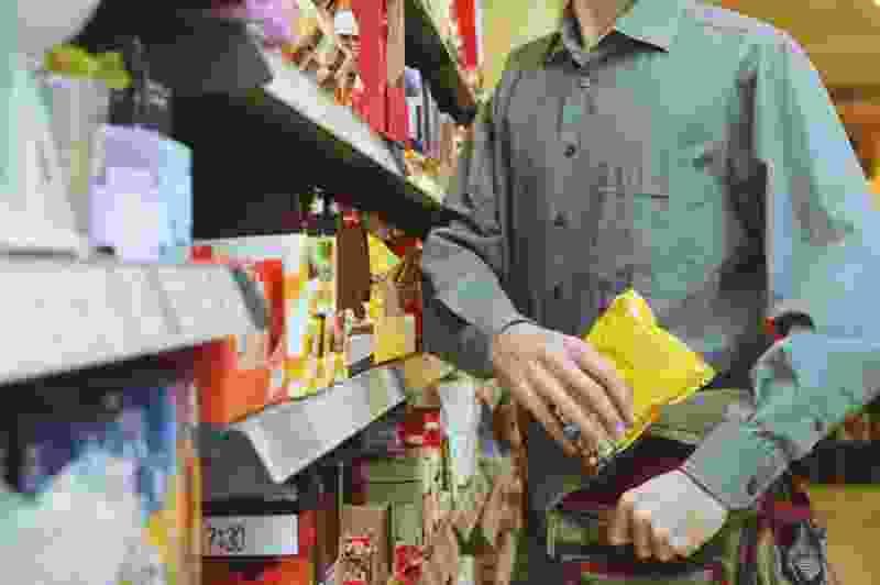 В Тамбове молодой человек средь бела дня ограбил продуктовый магазин