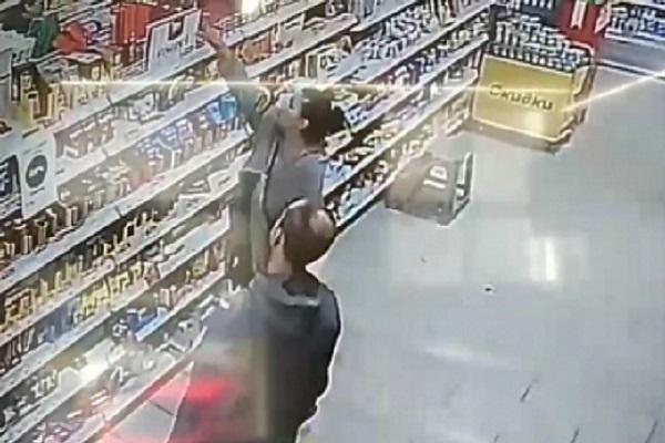 В Тамбове разыскивают людей, укравших продукты из магазина