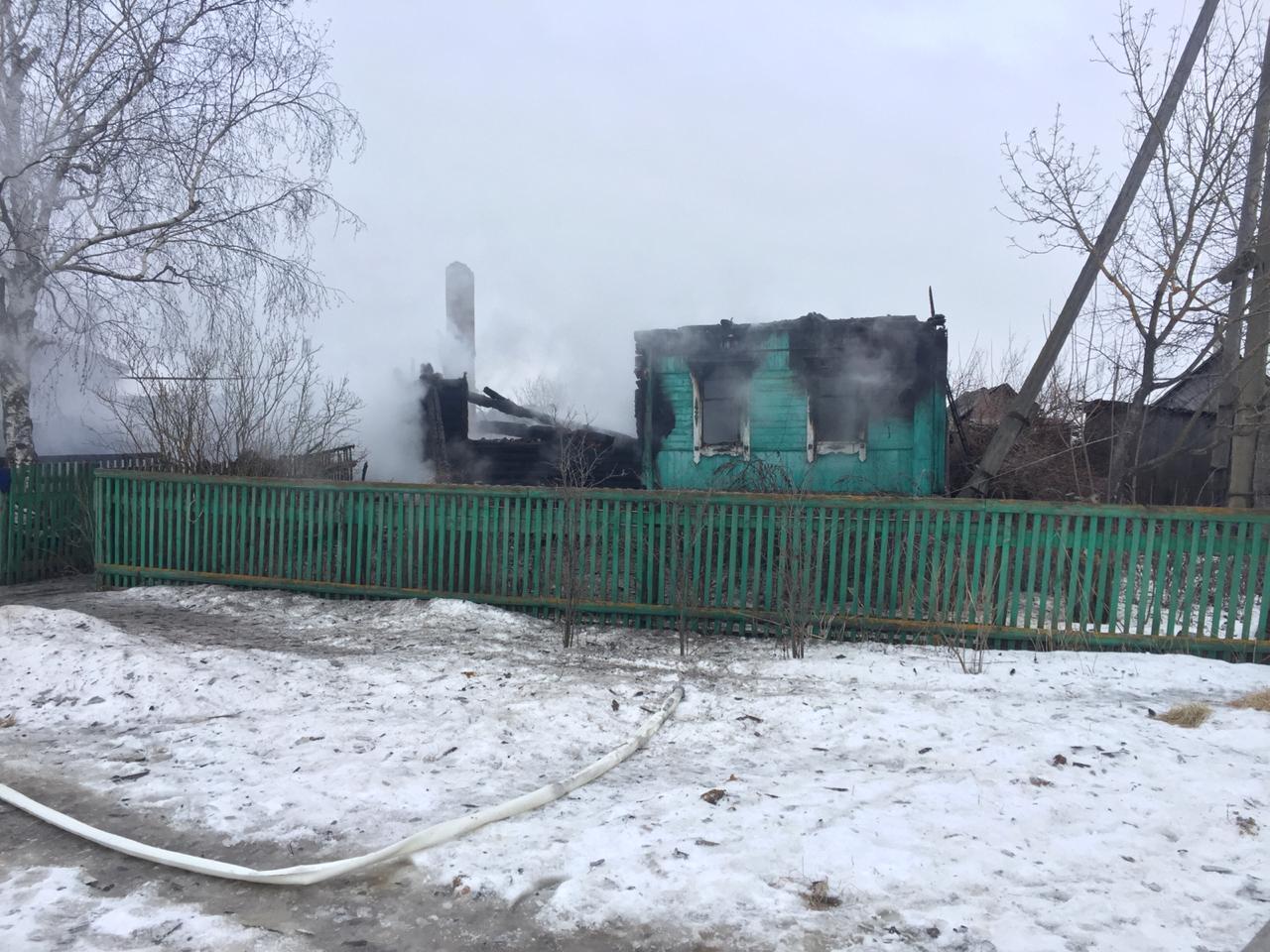 В Тамбовской области во время пожара в частном доме погибли два человека